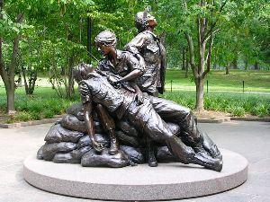 800px-vietnam_womens_memorial_1