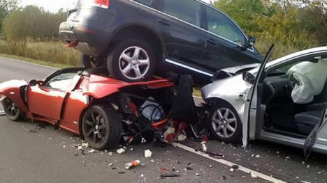 Cars-Funny-Crash-Image.jpg